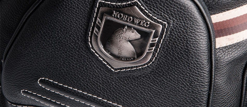 Mochila masculina de couro para notebook Nordweg NW016 brasão urso metal