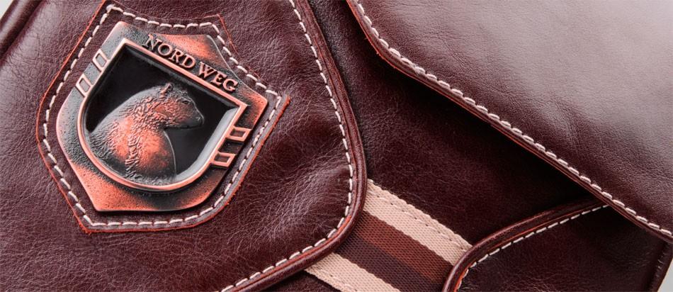 Bolsa masculina de couro legítimo para iPad e netbook Nordweg NW046 zoom listra brasão logo urso metal