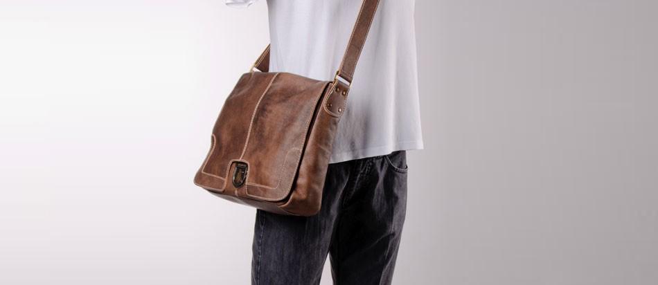 Bolsa masculina de couro para notebook estilo carteiro perfil